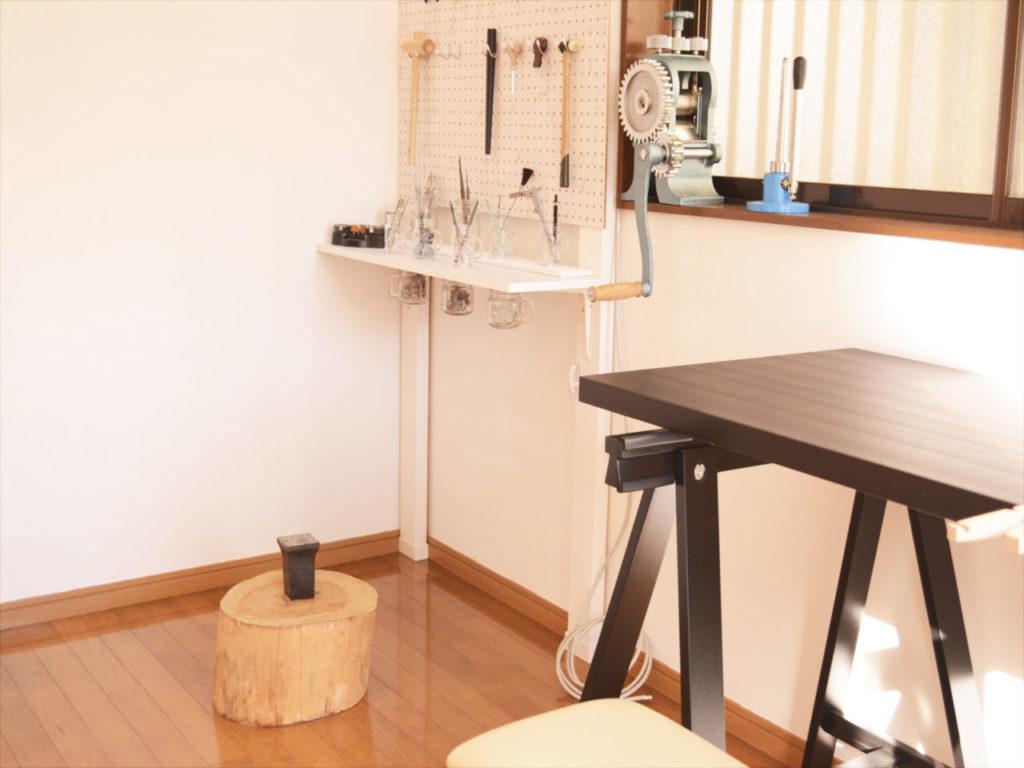 埼玉県越谷市の結婚指輪の工房です。工房は予約制です。貸切で指輪作りができます。